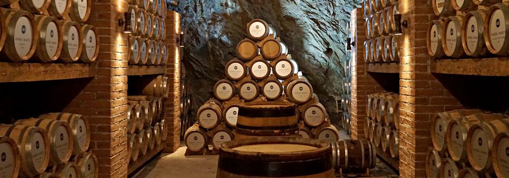 Balsamico Fässer im Keller